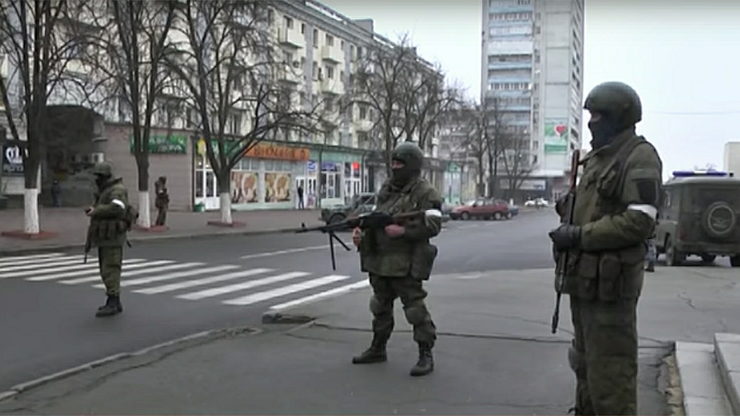 Без выстрелов, без сопротивления: В Сети появилось видео захвата Генпрокуратуры ЛНР