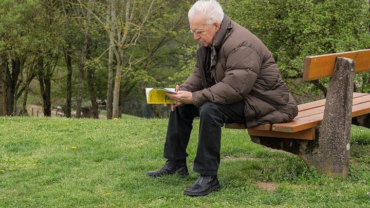 СМИ узнали о решении правительства повысить пенсионный возраст