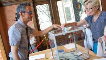 Французы во второй раз выбирают движение Вперед, республика