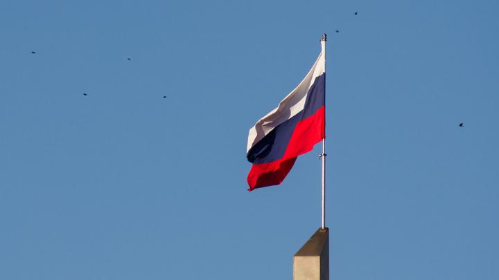 Страшное преступление совершили: Влюбленных из России и Украины затравили в Сети за фото с национальными флагами