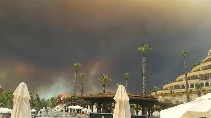 Русские самолётами тушат пожары в Турции. Местных задело: Мы платим за это