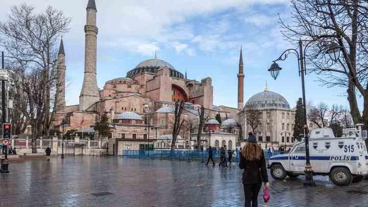 Люди всех вероисповеданий смогут посещать памятник архитектуры бесплатно: В Турции допустили превращение Собора Святой Софии в мечеть