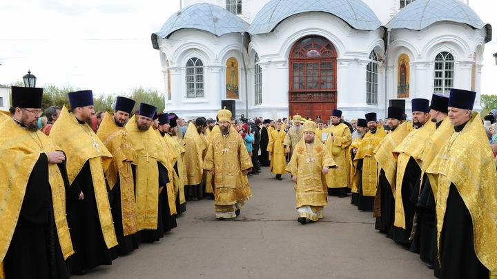 Десятки тысяч паломников совершают Великорецкий крестный ход