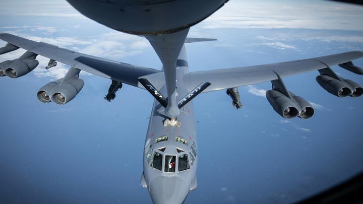 Наглому американцу  российские Су-27 показали, где его место: Самолет ВВС США свернул свой политический полет