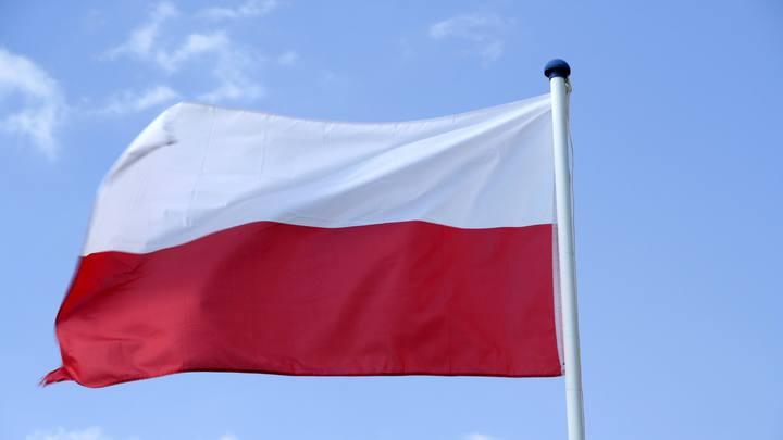 И еще извиняться по-русски пришлось: Украинского заробитчанина в Польше накормили бандеровским флагом
