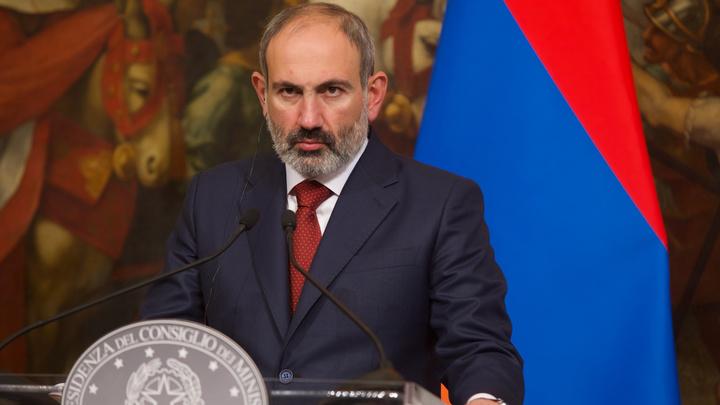 Ереван встретил Пашиняна криками турок и предатель - видео