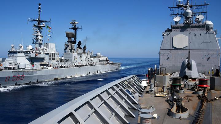 Вы хотите войны?: Греции пообещали досмотреть её флот. А то и перетопить все её корабли