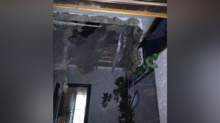 Потолок обрушился в жилом доме в Кемерове