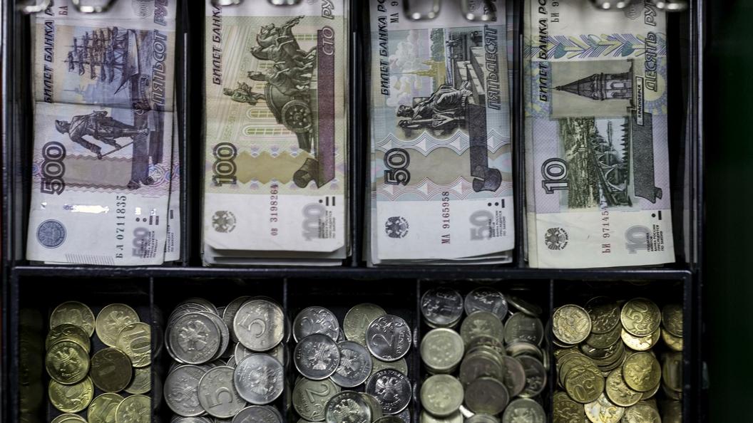 Правозащитники предложили Минздраву запретить продажу чекушек на кассах