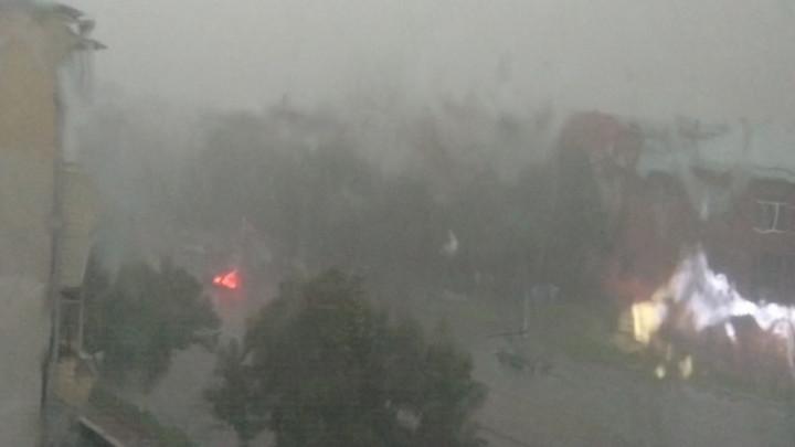 На Кемерово обрушился тропический ливень с градом