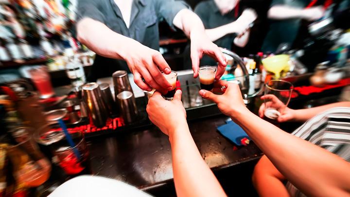 Работа мечты: Зачем на Украине ищут алкоголиков, а в Британии нанимают на работу воров?