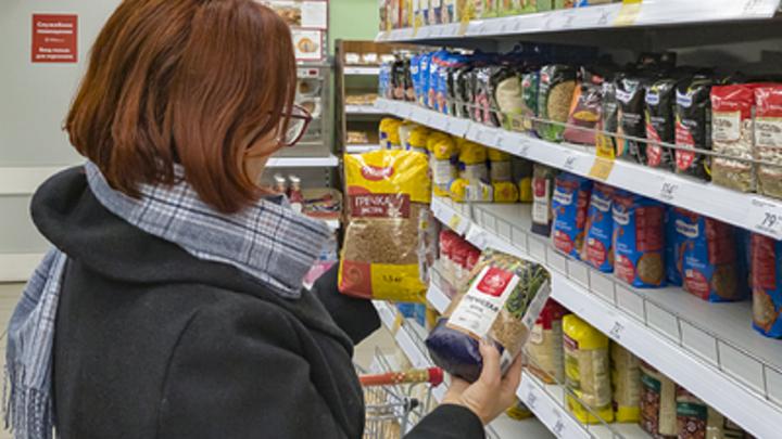 Путин указал на бессмысленные траты жителей России при скупке продуктов: Потом выбрасывать