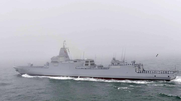 Китай показал на морском параде свой новейший эсминец Наньчан