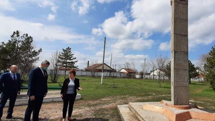 В Азовском районе оказались бесхозными памятники героям Великой Отечественной войны