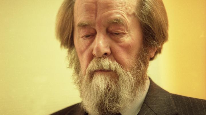 В Москве установят мемориальную доску в честь 100-летия со дня рождения Солженицына