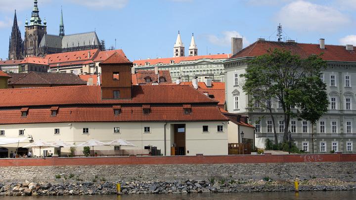 Извиниться перед Лавровым: МИД Чехии прижал к стенке инициатора установки нацистского памятника в Праге
