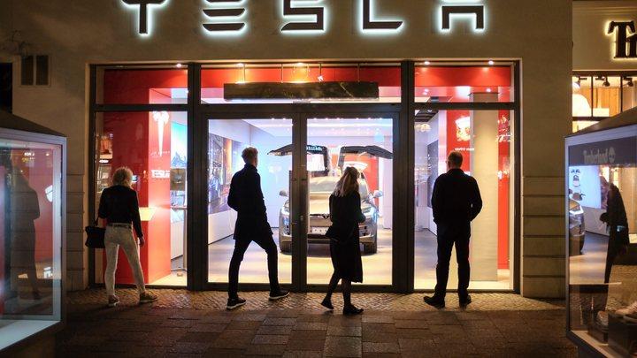 Tesla расширяет свой штат
