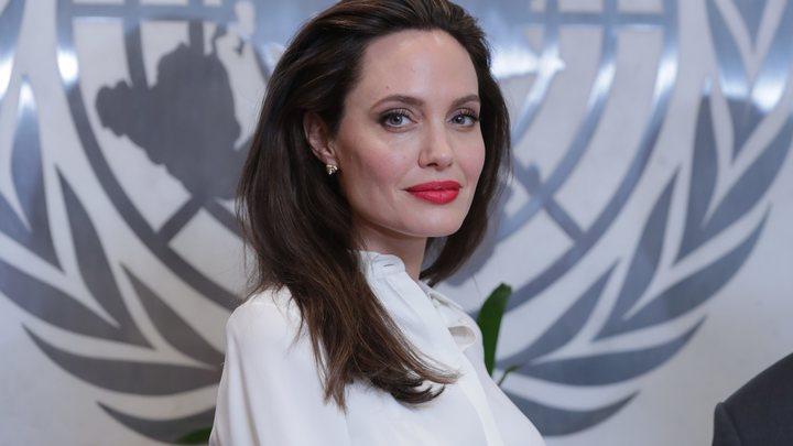 Выглядишь как зомби: Иранскую Анджелину Джоли высмеяли за пугающий фотошоп