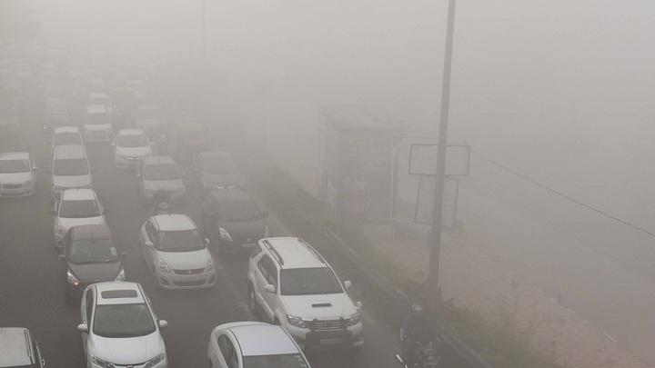 Москву затуманит: Водителей предупредили об опасности на столичных дорогах