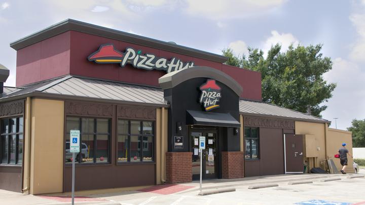 Проклятие Горбачёва: Самый известный в мире бренд пиццы обанкротился