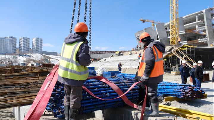 Строителям ЛДС в Новосибирске задолжали миллионы рублей
