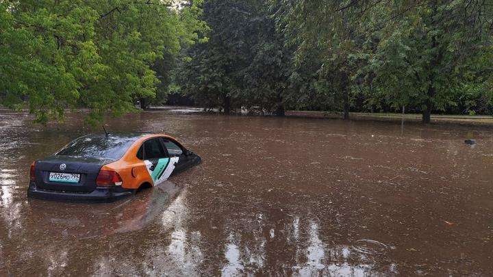 Затопивший Европу циклон Дирк накроет Московскую область залповыми ливнями