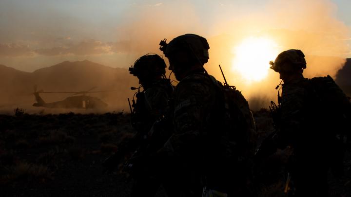 Личные жетоны, секретные документы и флаги: что побросали в Сирии солдаты США