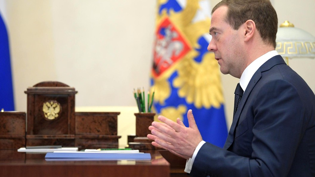 Новогодний стол Медведева на99% будет состоять из русских продуктов