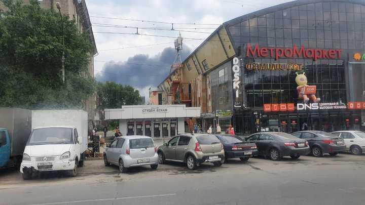 В Новосибирске начался крупный пожар на металлургическом заводе