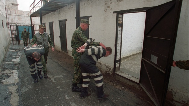 Обещали спасти от тюрьмы, но сами угодили за решётку: В Таганроге осудили двух аферистов
