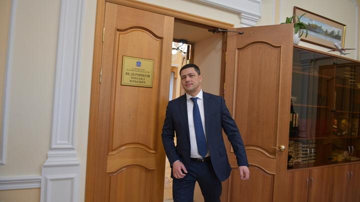 Скандал в Пскове: Губернатора уличили в получении 99 рублей от иноагента
