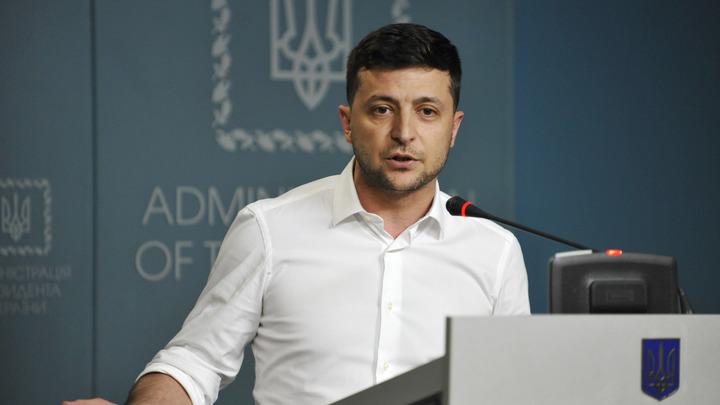 Порошенко с Зеленским не поделили имперский абзац: Нового лидера Украины уличили в плагиате