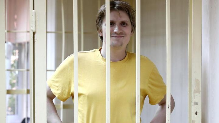 Призывал убивать детей росгвардейцев: Кого защищают на митингах в Москве