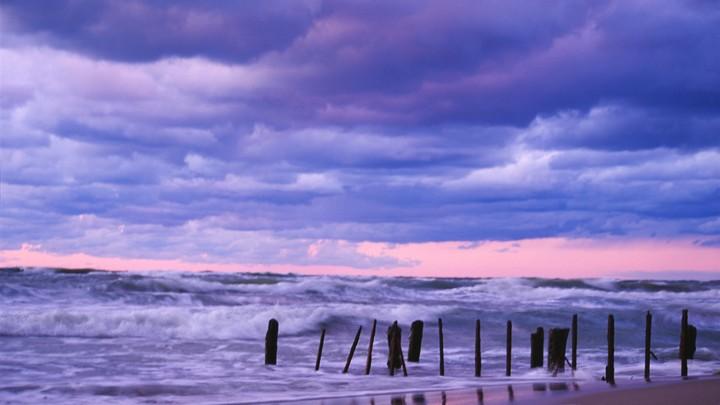 Шторм в Атлантике увеличился до урагана