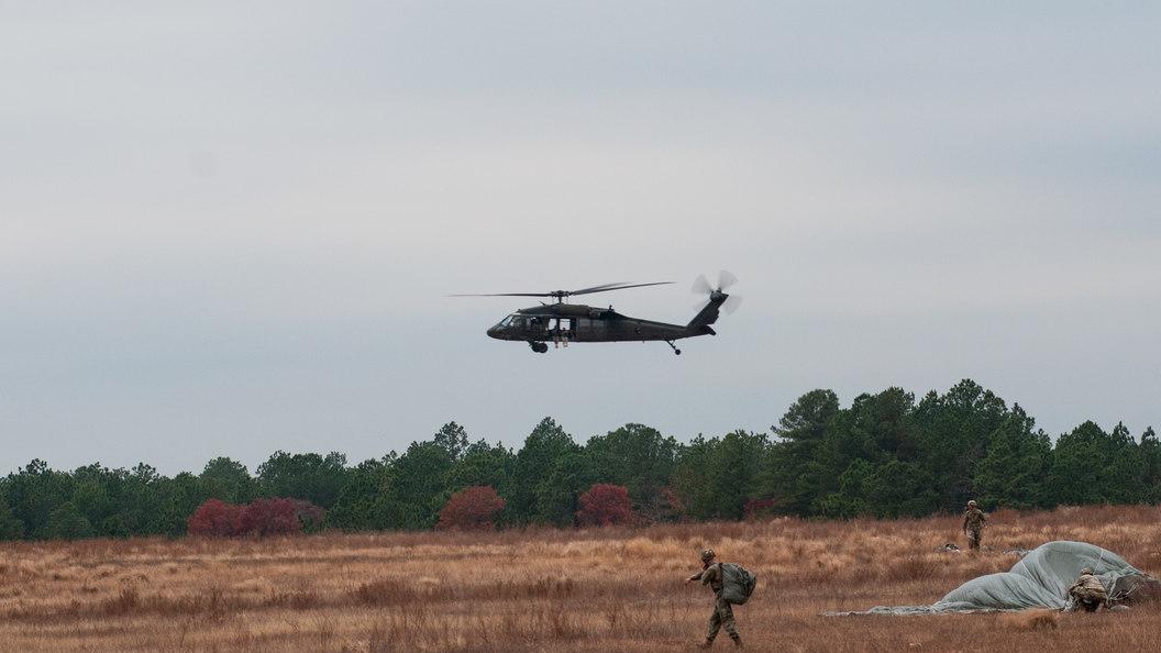 Упал без видимых причин: Разбился военный вертолет США