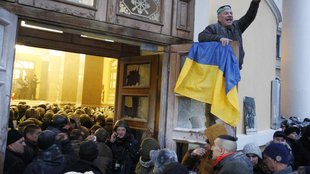 Столкновения под Октябрьским дворцом вКиеве