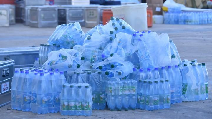 Люди готовы помогать: Краснодарский депутат попросил воды и печенья - и был услышан