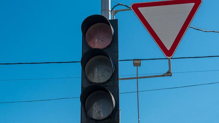 На пересечении улиц Северной и Чкалова в Краснодаре временно отключат светофоры