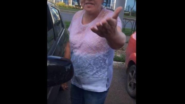 Пожелала смерти неопытной автомобилистке: скандал в Магнитогорске попал на видео