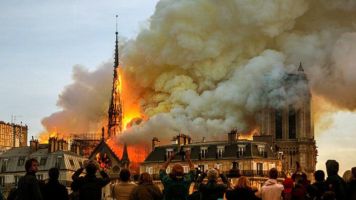 Как загорелся собор Парижской Богоматери и почему его тушили 12 часов