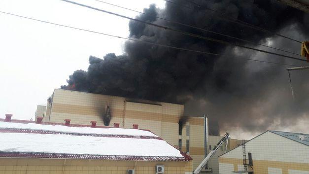 Начался снос сгоревшего ТЦ «Зимняя вишня» в Кемерове