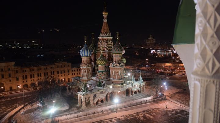СМИ: потокам туристов могут ограничить посещение храма Василия Блаженного в Москве