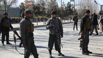 В Кабуле три смертника атаковали отель и взяли заложников