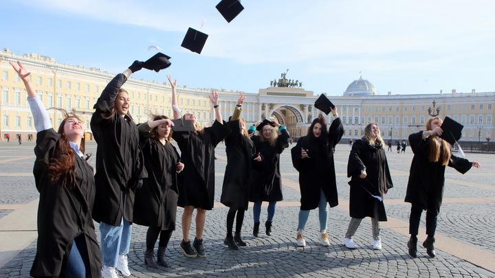 Менее бедные студенты: в Петербурге размер стипендий приравняют к прожиточному минимуму
