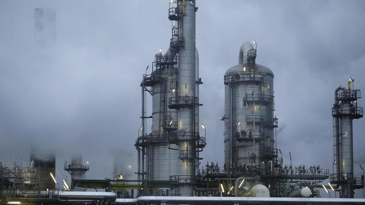В США произошел крупный взрыв на нефтеперерабатывающем заводе