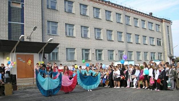 Жовто-блакитные грамоты выпускникам на Урале оказались шаблоном из интернета