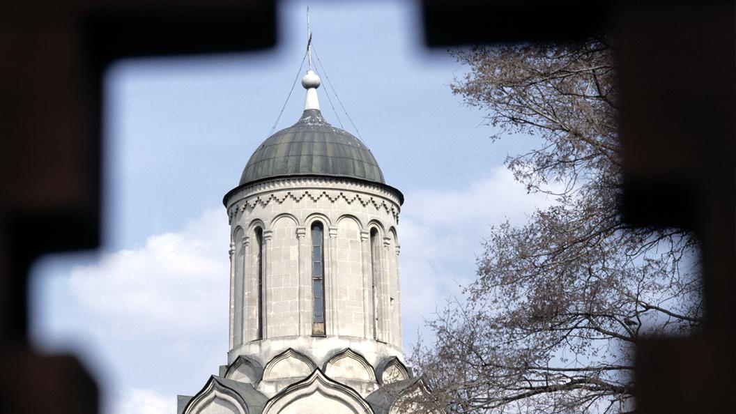 Некрополь Спасо-Андроникова монастыря: Ковшом по святому