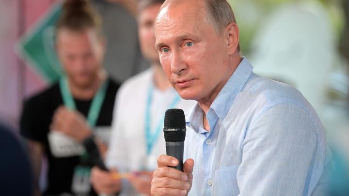 Путин предложил творческому сообществу самостоятельно контролировать медиаконтент