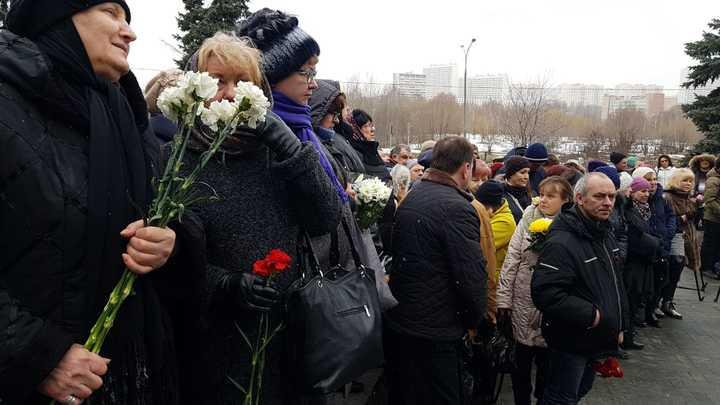 Прощание с Юлией Началовой на Троекуровском кладбище. Онлайн-трансляция