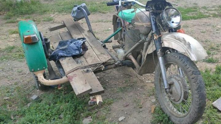 Мотоциклист из Шерловой горы скончался в больнице после столкновения с деревом